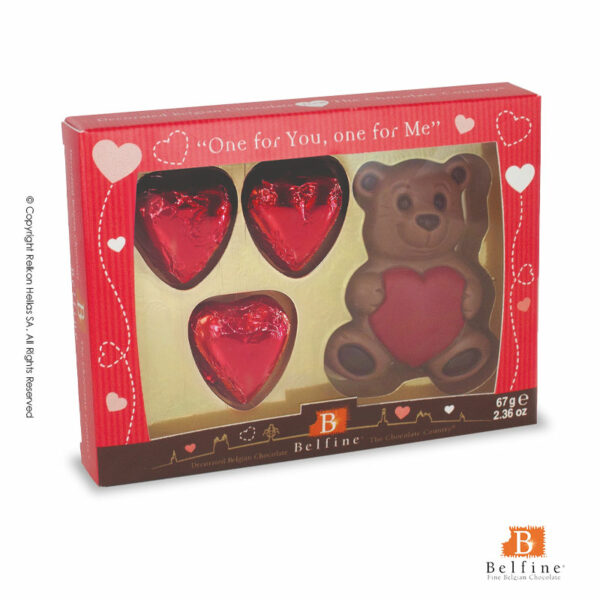 Belfine συσκευασία απο σοκολάτα γάλακτος σε σχέδιο καθιστό αρκουδάκι με καρδιά και σοκολατένιες τυλιχτές κόκκινες καρδιές. Ιδανικό για την γιορτή του Αγ.Βαλεντίνου.