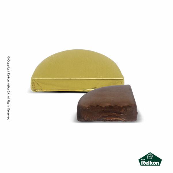 Σοκολατένια ημικύκλια κεράσματα γάλακτος με γέμιση πραλίνας gianduia
