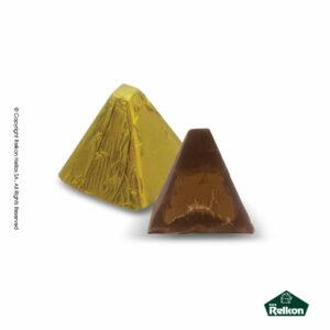 Σοκολατένια πυραμιδωτά κεράσματα γάλακτος με γέμιση πραλίνας αμυγδάλου