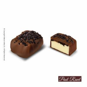 Πραλίνες σοκολάτας γάλακτος με γέμιση απο λευκή μούς βανίλιας και κομμάτια μπισκότου με επικάλυψη απο τρούφα υγείας