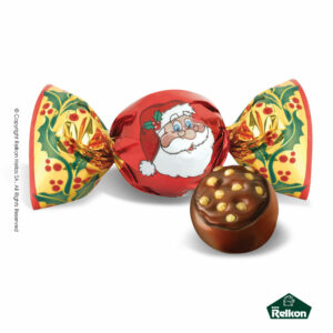 Στρογγυλό σοκολατάκι με επικάλυψη σοκολάτας γάλακτος και γέμιση πραλίνας με φουντούκια και δημητριακά σε χριστουγεννιάτικο σχέδιο στο τύλιγμα.