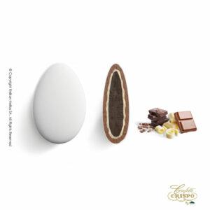 Ciocopassion τριπλή sοκολάτα, πυρήνας bitter και λευκής σοκολάτας με επικάλυψη σοκολάτας γάλακτος, και λεπτή επίστρωση ζάχαρης. Ιδανικό για γάμους, βαπτίσεις και candy bar.
