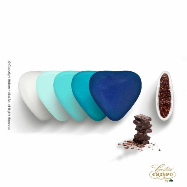 Σοκολάτα υγείας και λεπτή επίστρωση ζάχαρης στις αποχρώσεις του μπλε σε σχήμα καρδιάς.