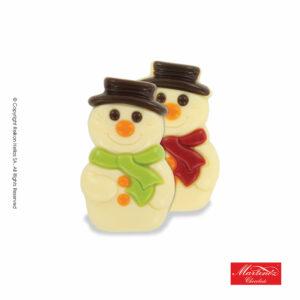 Martinez φιγούρα απο λευκή σοκολάτα σε σχέδιο χιονάνθρωπό σε δύο χρώματα κασκόλ. Ιδανικό για τα Χριστούγεννα.