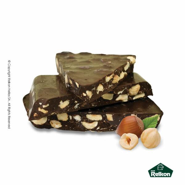Παραδοσιακά μπλόκ σοκολάτας υγείας με ολόκληρα φουντούκια