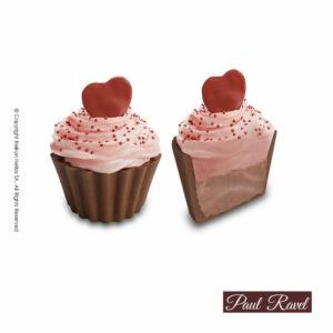 Σοκολατάκια cupcakes με βάση από σοκολάτα γάλακτος, γέμιση απαλής κρέμας με φρούτα του δάσους, επικάλυψη από σοκολάτα αρωματισμένη με φρούτα του δάσους και διακόσμηση σοκολατένιας καρδίας. Σοκολάτα και γεμίσεις με Βελγική σοκολάτα Barry Callebaut. Ιδανικό για τον Αγ. Βαλεντίνο.