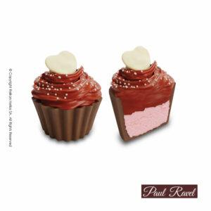 Σοκολατάκια cupcakes με βάση από σοκολάτα γάλακτος, γέμιση γκανάζ φράουλας, επικάλυψη από σοκολάτα φράουλα και διακόσμηση σοκολατένιας καρδίας. Σοκολάτα και γεμίσεις με Βελγική σοκολάτα Barry Callebaut. Ιδανικό για τον Αγ. Βαλεντίνο.